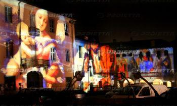 Projections d'images sacrées sur de grandes façades
