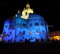 Projection de la crèche de Noël sur la cathédrale de Côme