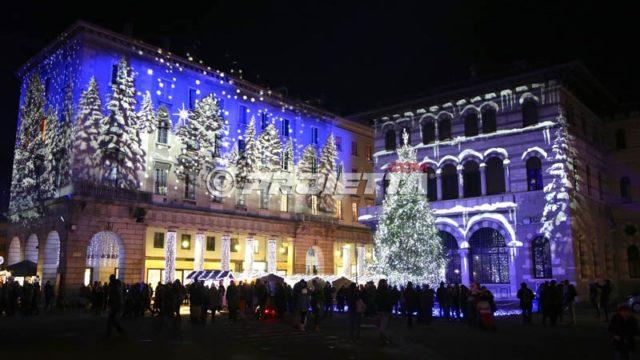 Projection de forêt enneigée de Noël - Côme Magic Light Festival 2015