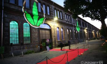 Projections du logo Herbalife à Turin