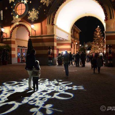 Serravalle Projections de Noël pour Outlet Village