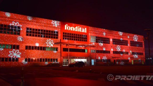Projections décoratives sur des bâtiments industriels