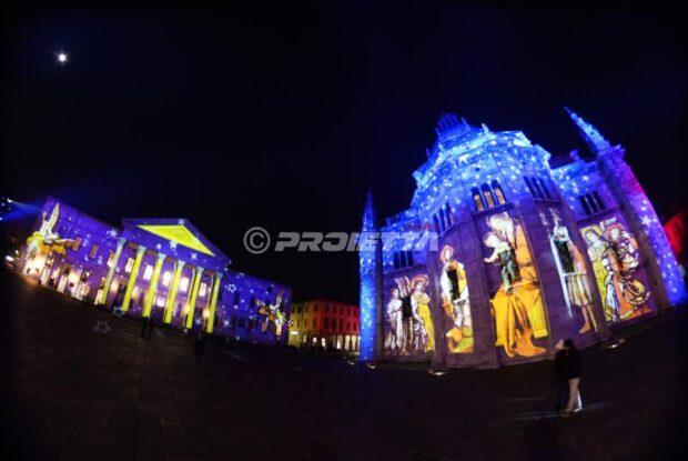 Projection cartographiée sur la cathédrale de Côme et sur le théâtre pour le Magic LIght Festival